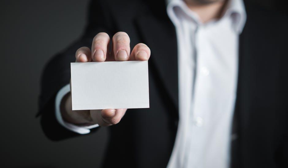 BIGLIETTO DA VISITA: 5 CONSIGLI PER UNA BUSINESS CARD VINCENTE